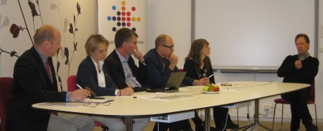 Magnus Stenberg (till höger), doktorand vid avdelningen för arbetsvetenskap vid Luleå tekniska univesitet lovordade de projektbaserade kurserna där teknologerna får arbeta med företagens arbetsmiljöproblem