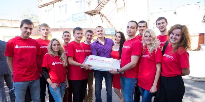 De första 12 studenterna i Beetroot Academy i Poltava. I mitten läraren och webbgurun Alexey Kalyuzhnyi.