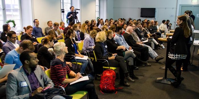 Vid en fullsatt paneldiskussion diskuterades hur näringslivet bättre kan tillvarata de utländska akademiker som redan finns i Sverige.