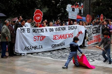 Foto: Patrick Colgan. Den ekonomiska krisen i Spanien har fått ingenjörer att söka sig utomlands. Här demonstrerarspanjorer mot utmätningar i Granada.