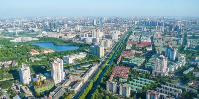 Vy över hamnstaden Tianjin i norra Kina, där Nevs bygger en produktionsanläggning som ett komplement till fabriken i Trollhättan. Bild: Syrnx/Thinkstock