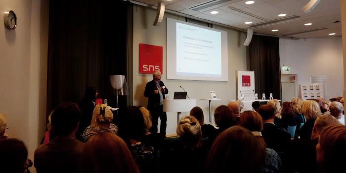 Lars Walter, docent och forskare vid Företagsekonomiska institutionen, Handelshögskolan i Göteborg, är redaktör för en ny bok om omställningsavtalen i Sverige.